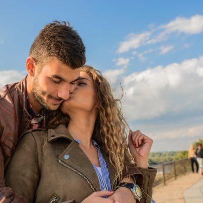 woman-kissing-man-984935